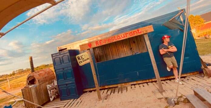Re:Restaurant är en restaurang byggd av skrot